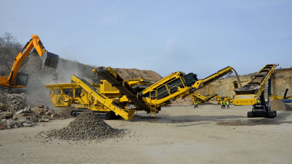 Keestrack R3 mobile tracked impact crusher