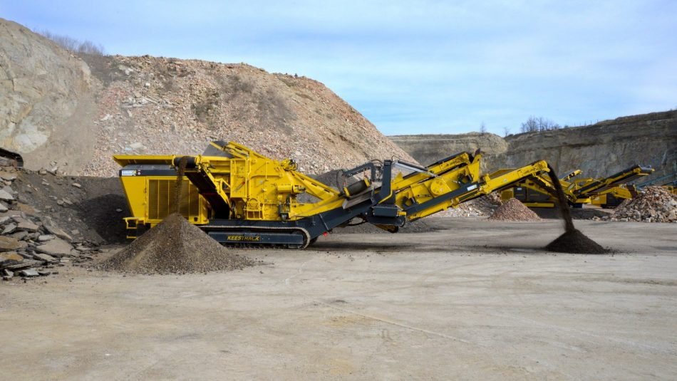 Keestrack R3 mobile impact crusher