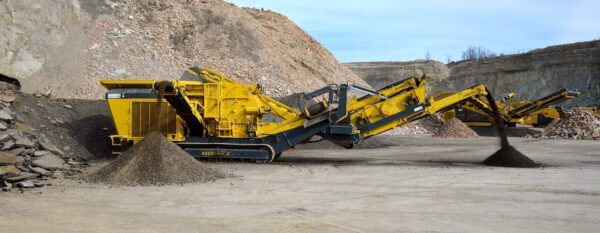 Keestrack R3 mobile impact crusher in quarry