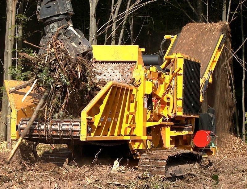 cbi6800 horizontal grinder grinding wood debris
